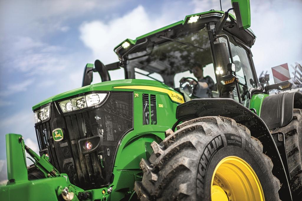 tracteurs JOHN DEERE 7R (1)