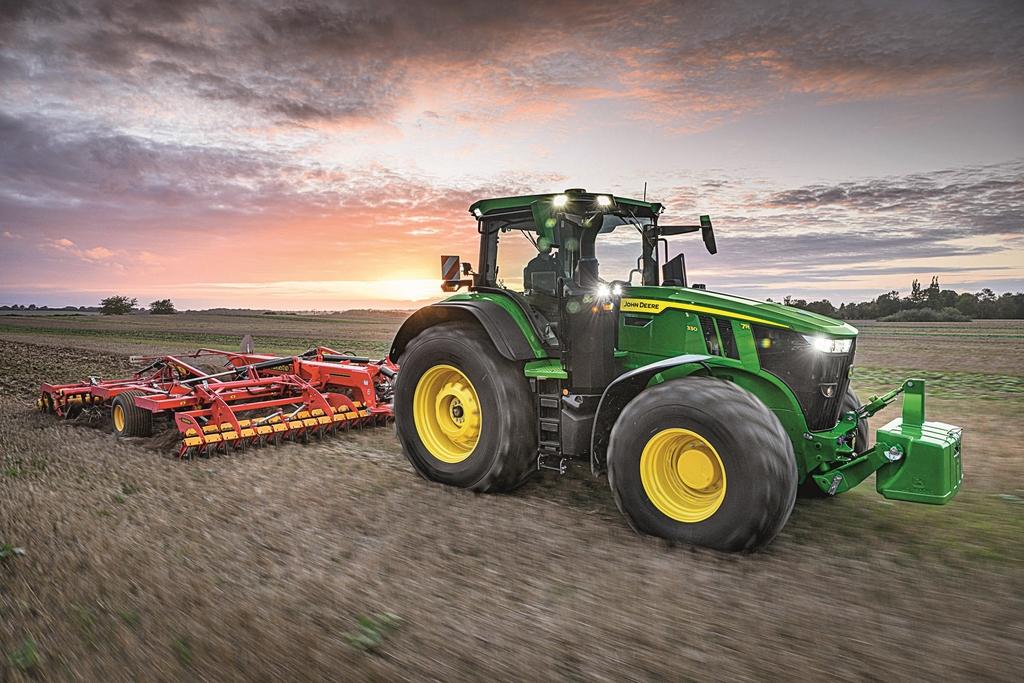 tracteurs JOHN DEERE 7R (3)